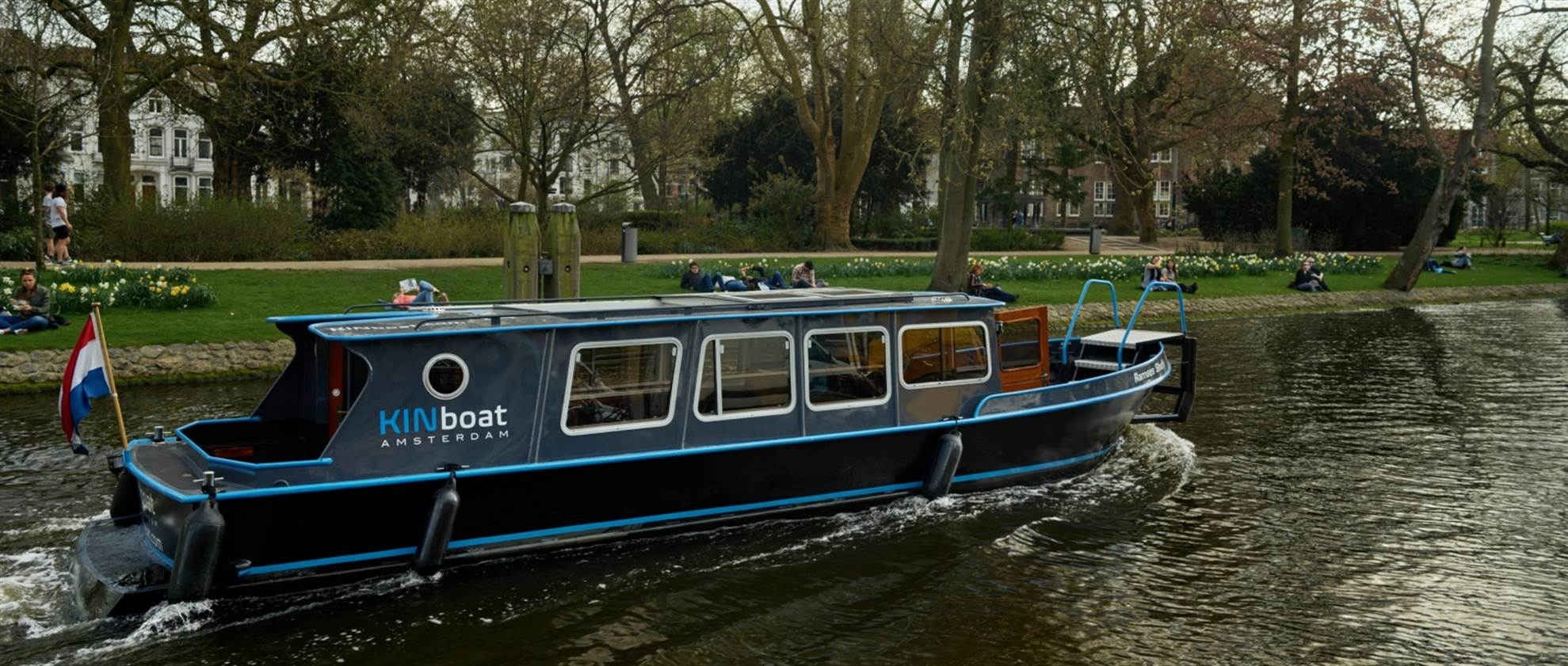 Cruzeiro no Canal - pequeno barco privado