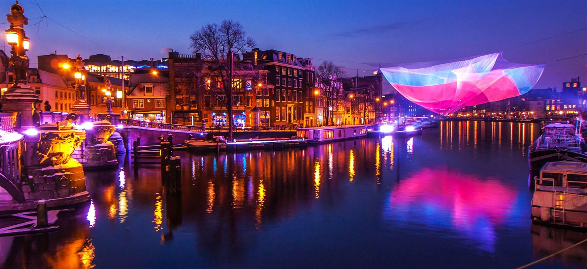 Cruzeiro no Festival das Luzes em Amesterdão