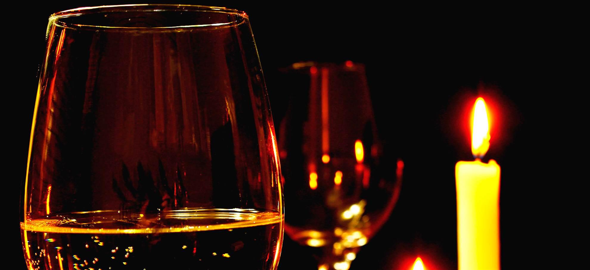 Romantische Bootsfahrt bei Kerzenlicht