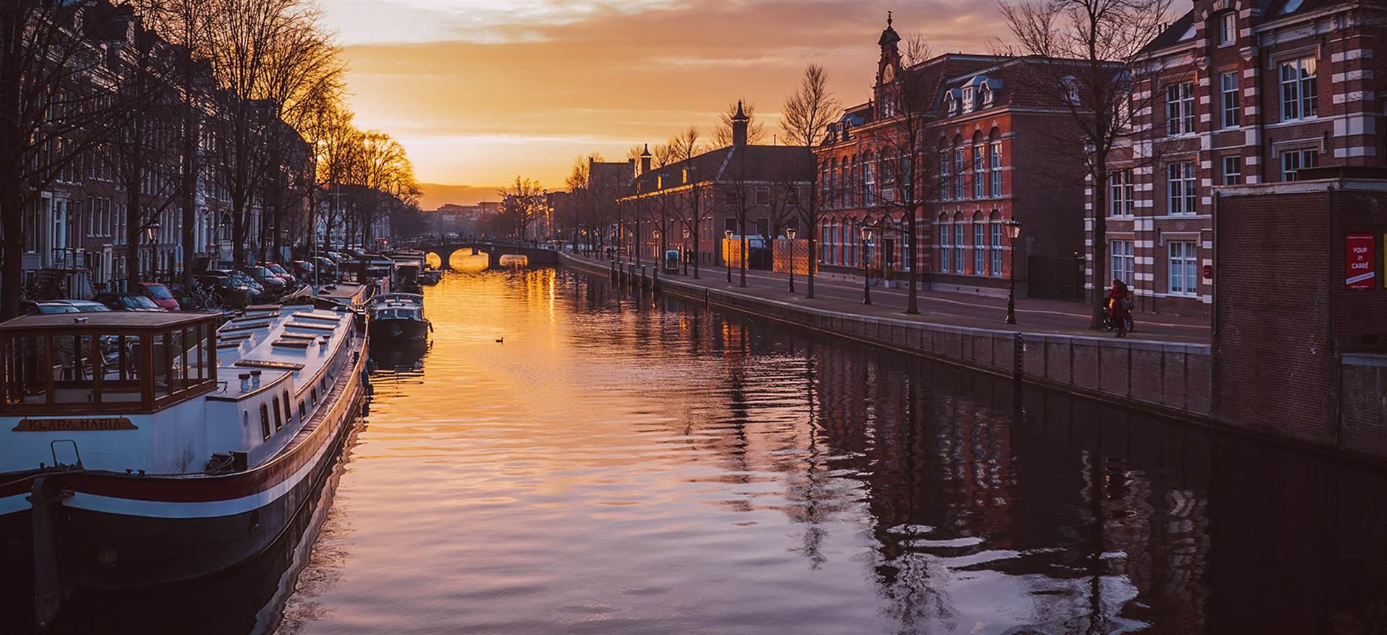 Kanaaliristeilyt Amsterdamin keskustassa