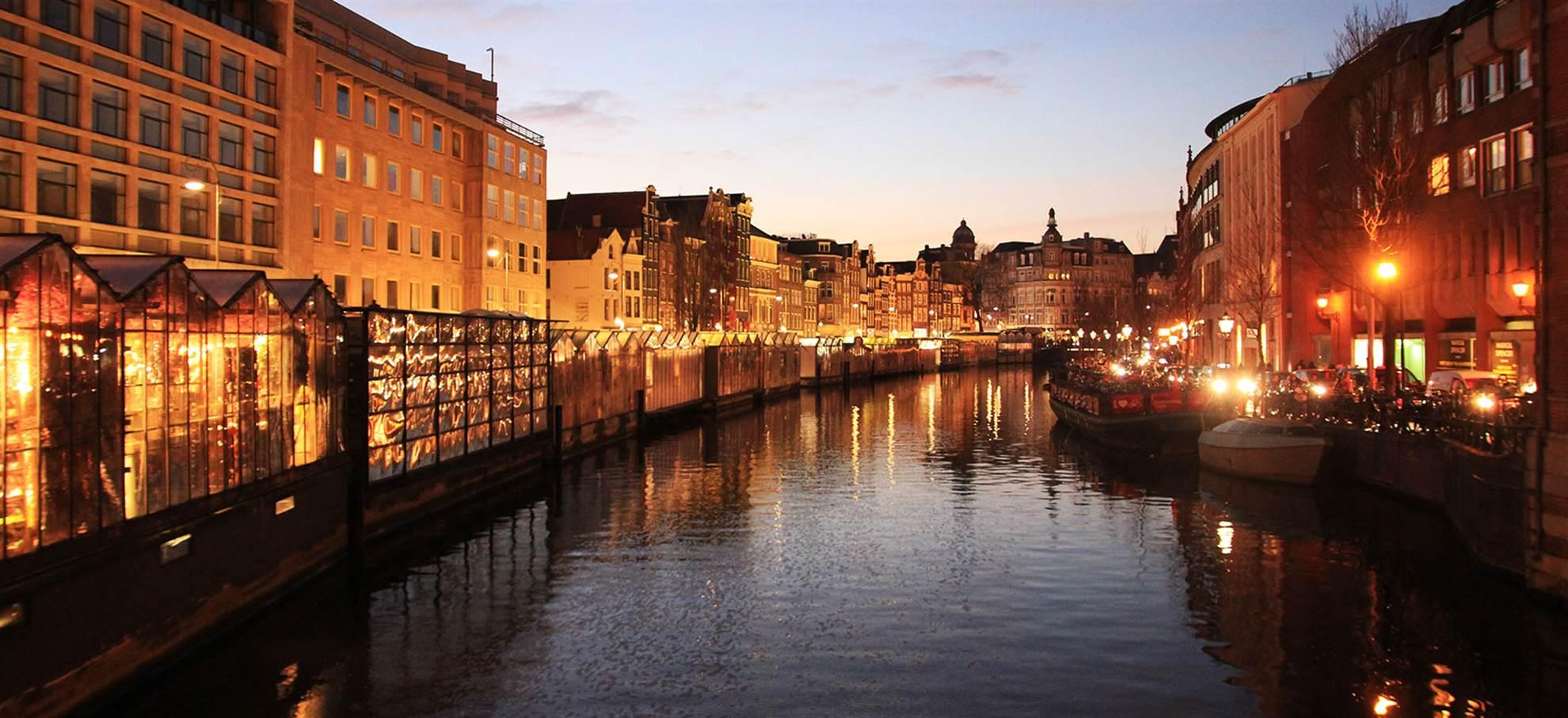 Paseo nocturno por los canales