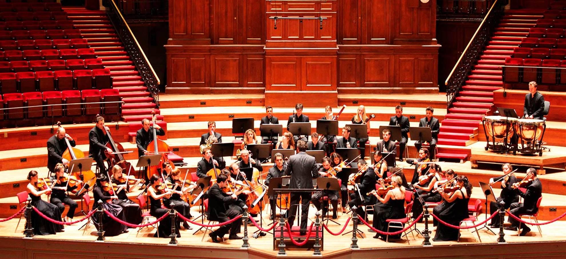 Concierto nocturno (la sala principal) del Concertgebow