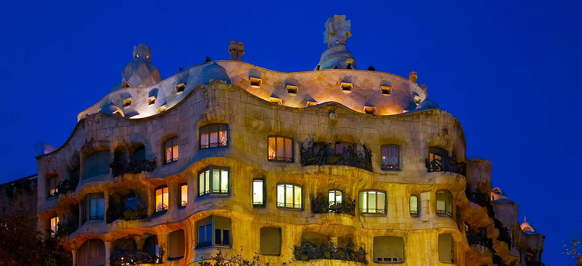 Casa Mila bei Nacht