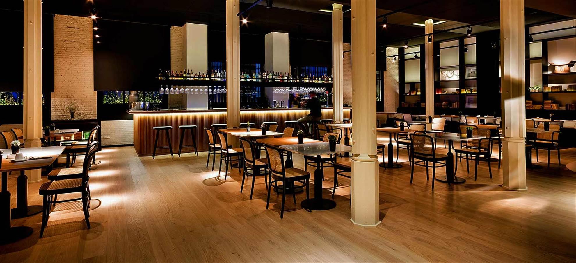 Luxus katalanischen Abendessen von Küchenchef Berater mit Michelin-Stern