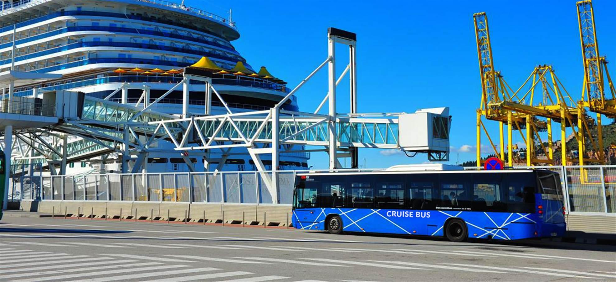 Transferência em ónibus do porto de Barcelona à Rambla
