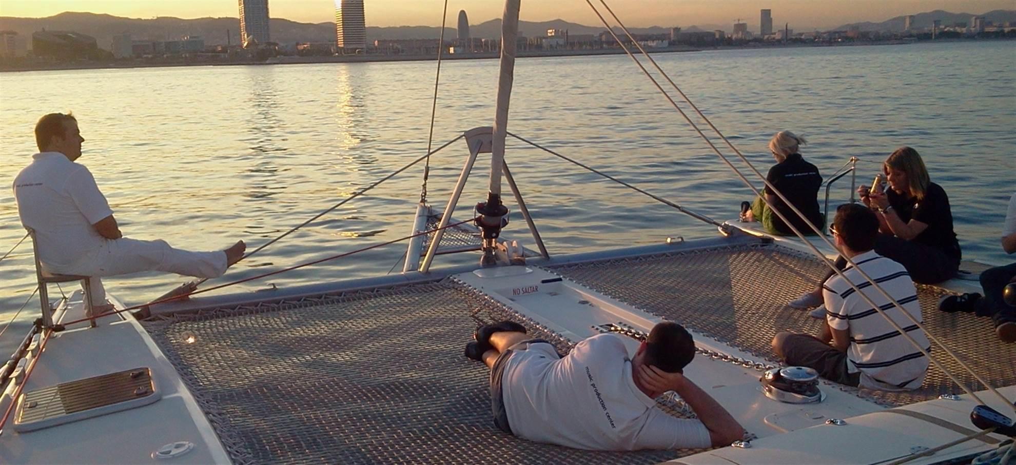 Crucero al atardecer en catamarán
