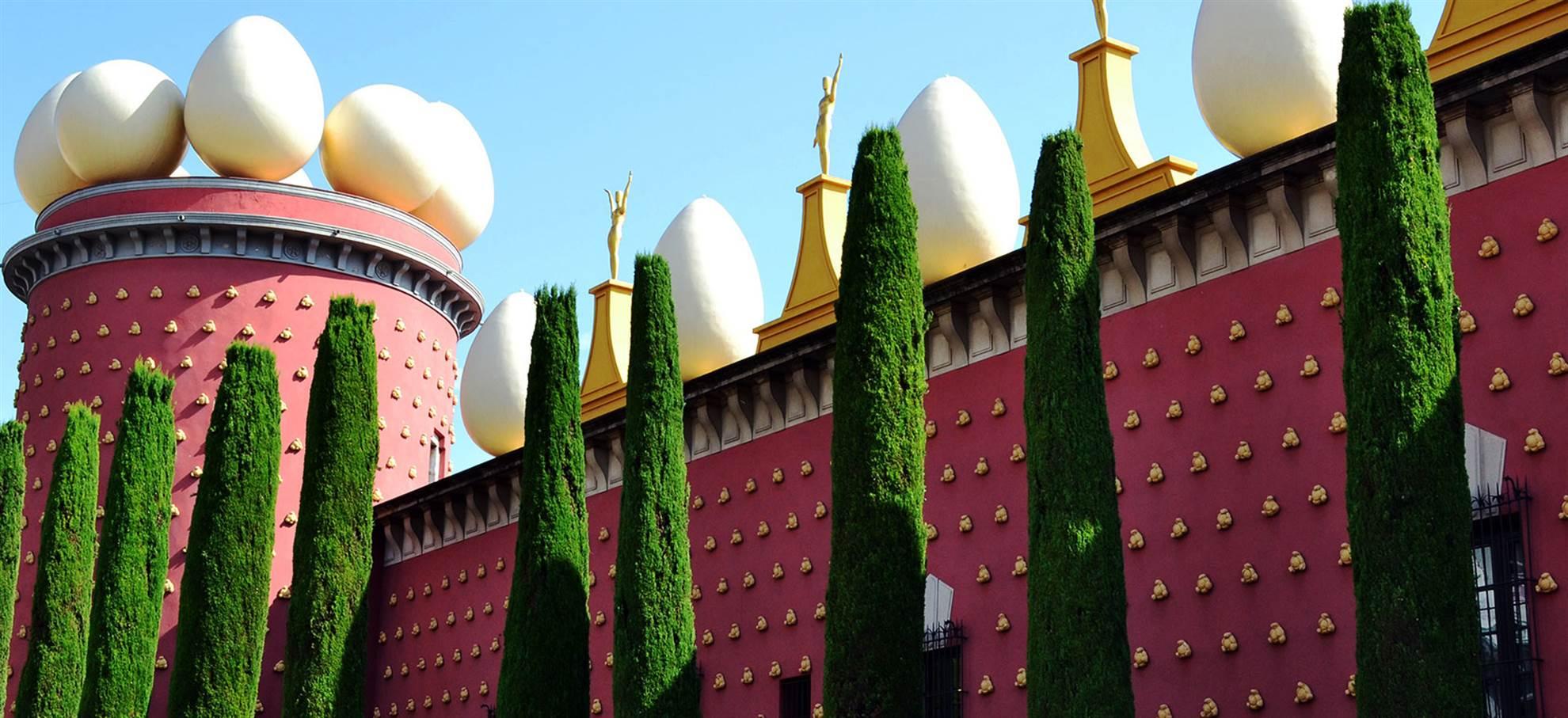 Le musée Dalí: billet coupe-file + transfert en bus au départ de Barcelone