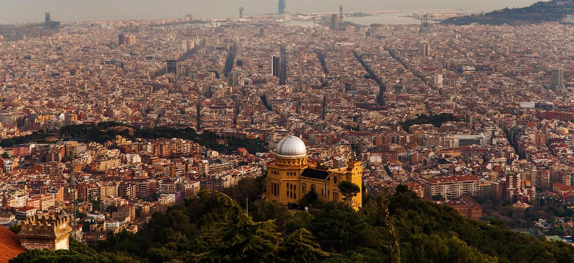 Vol panoramique en hélicoptère au-dessus de Barcelone