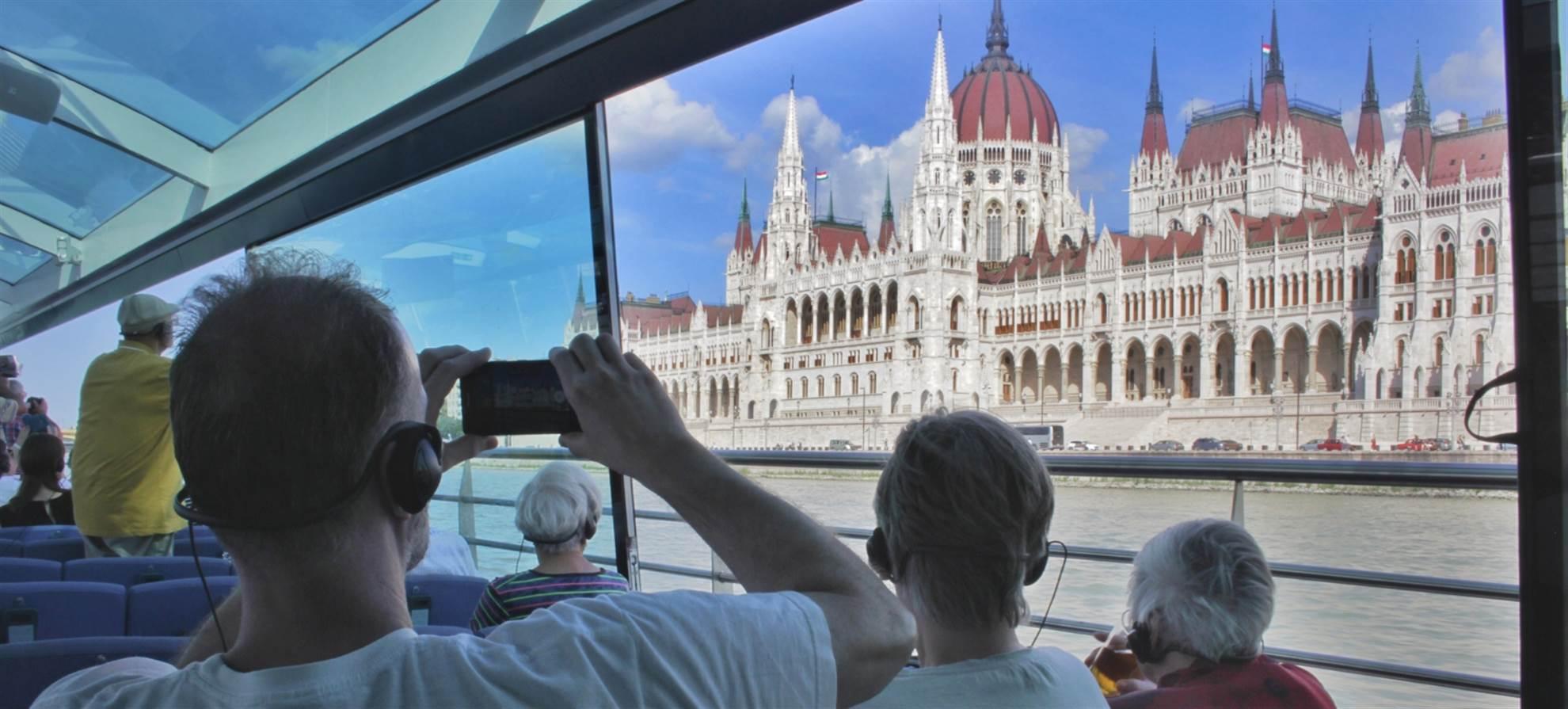 Duna Bella Sightseeing Cruise