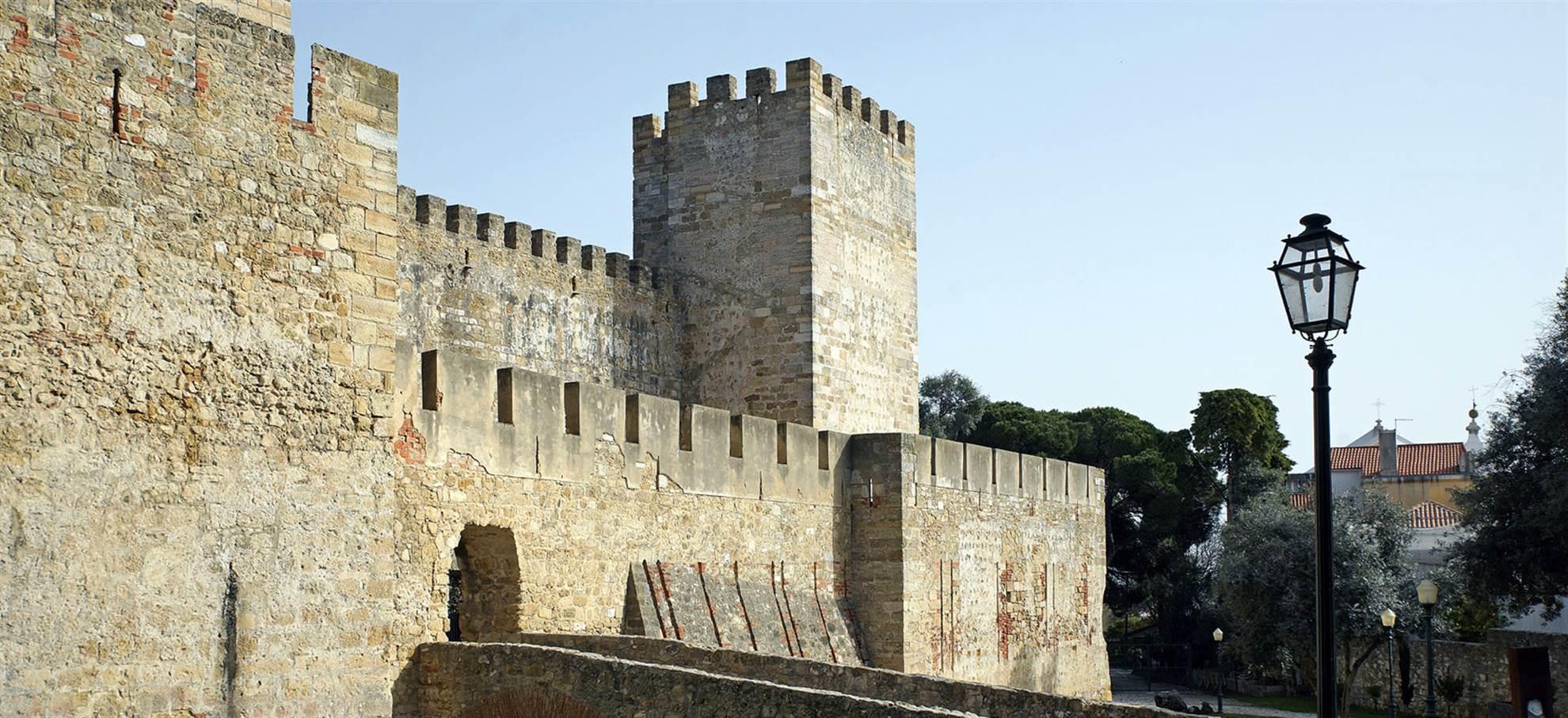 Super Lisbonne Combi:Château Sao Jorge + Hop-on Hop-off Bus!
