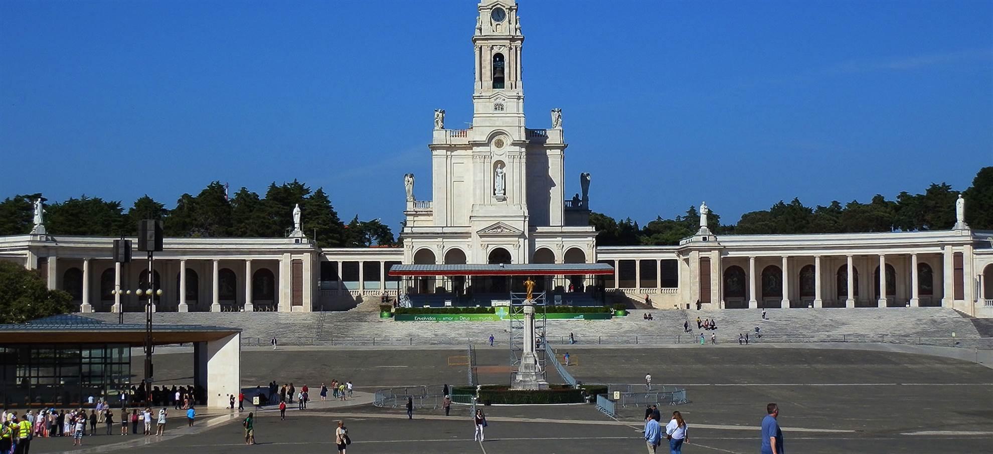 Fátima Sanctuary - Basilica & Chapel