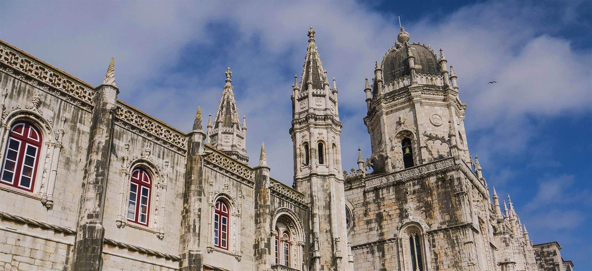 Fátima, Óbidos, Batalha and Alcobaça