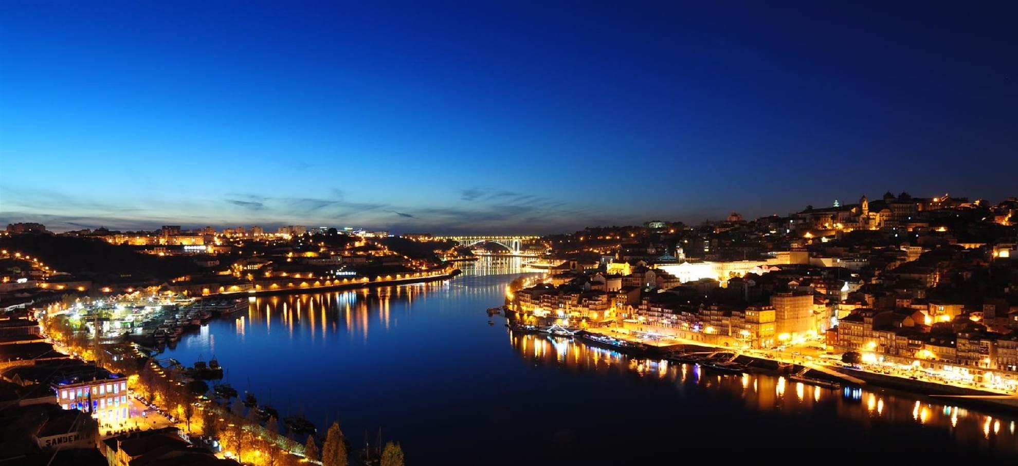 Oporto by Night & Fado Show