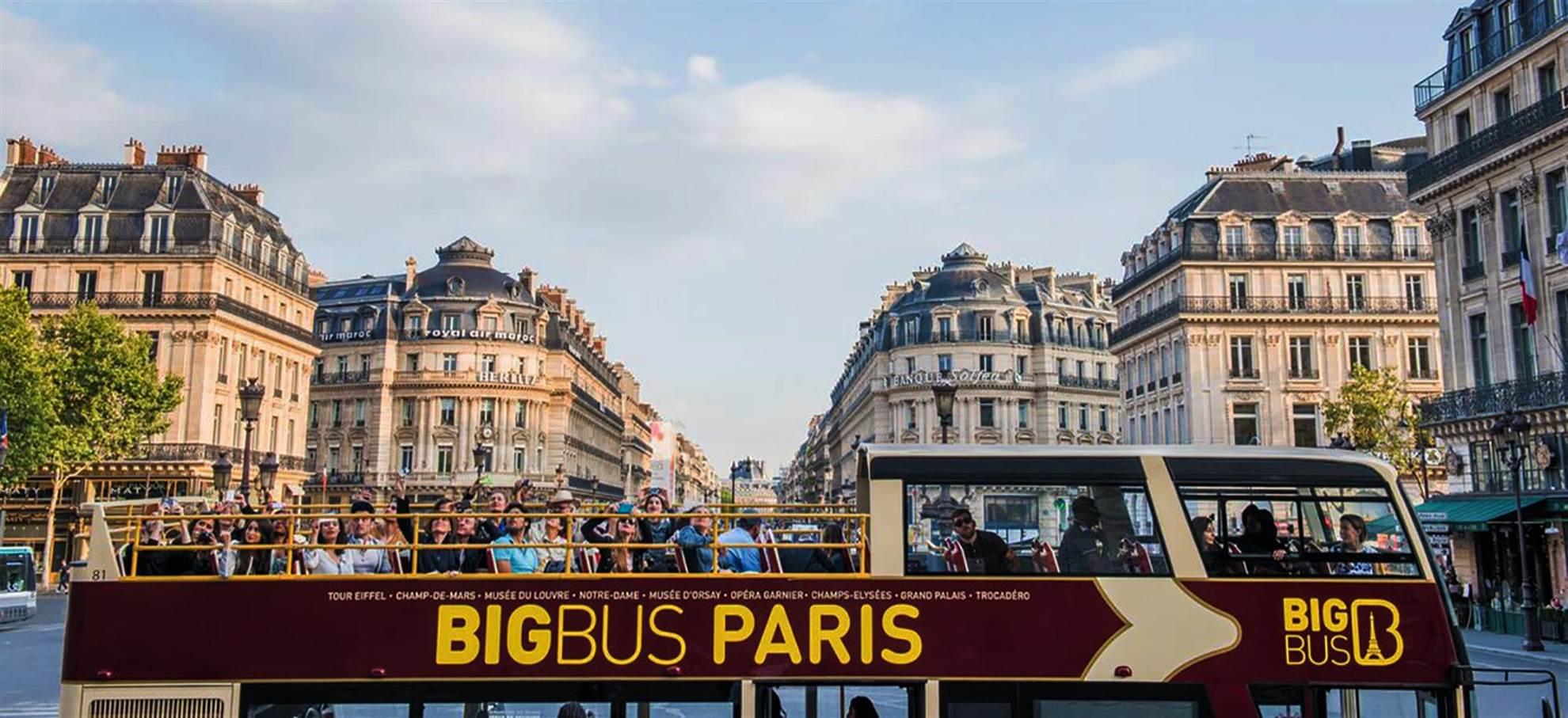 Hop on hop off bus Paříž