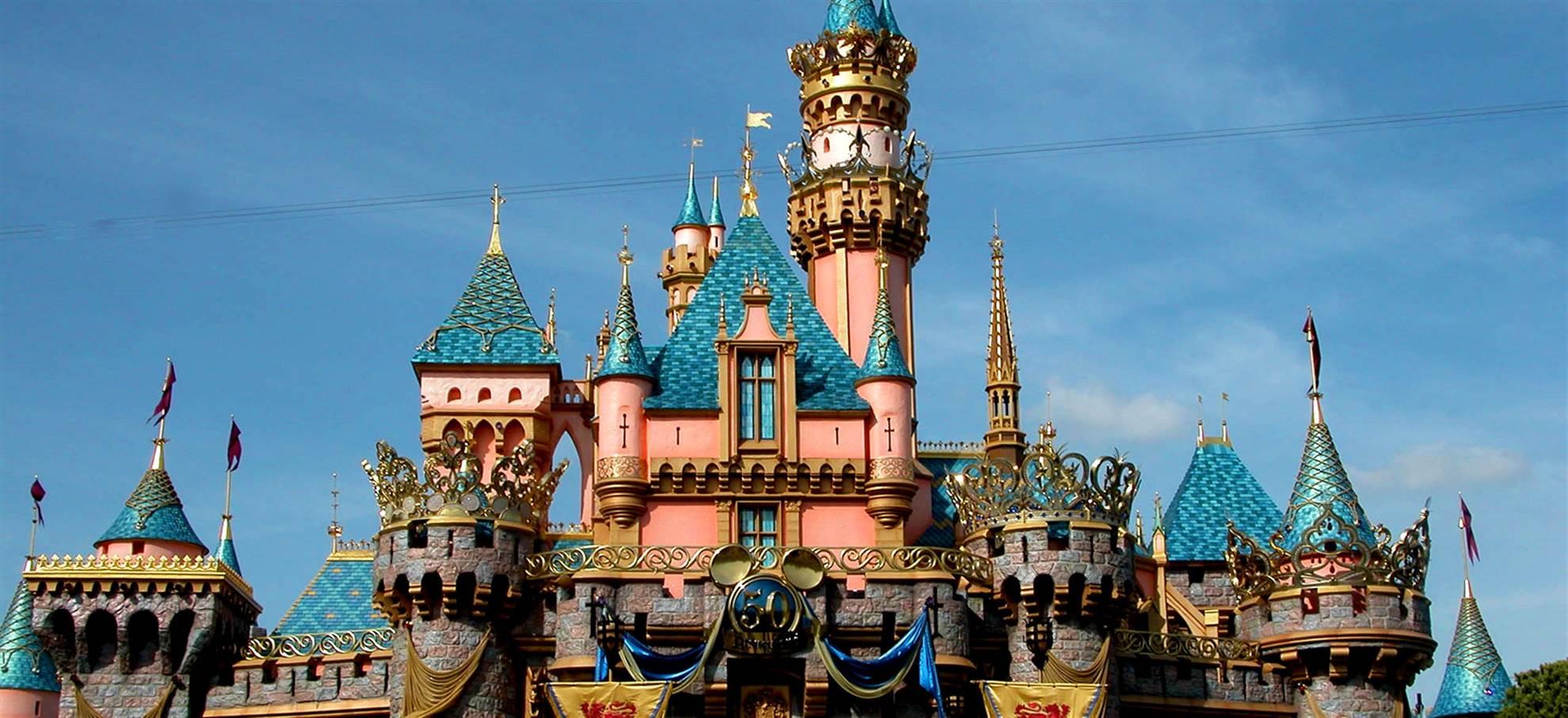 巴黎迪士尼乐园1日2个公园 – 中转酒店 (Code E2)