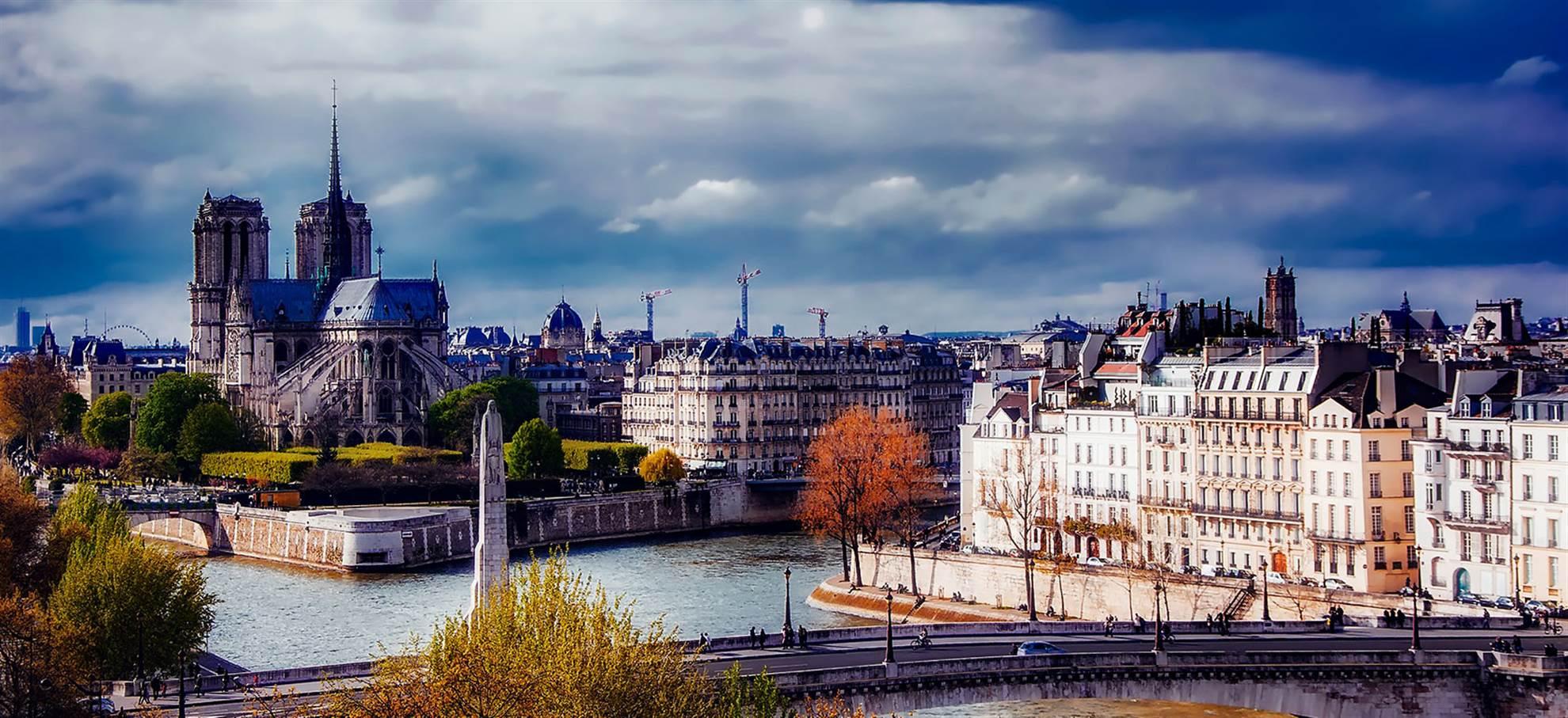 Paris Historique and Notre Dame - by bus