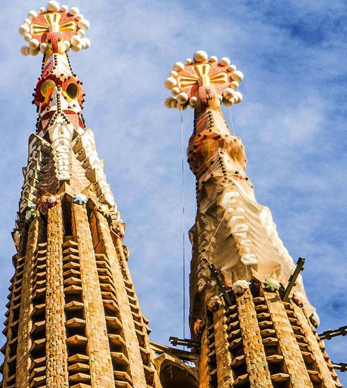 Sagrada Familia + Chinese audioguide + Towers LT
