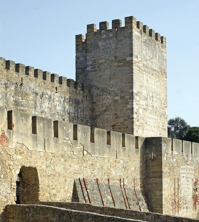 Super Lisbon Combi: Castello di Sao Jorge + Hop On Hop Off Bus!