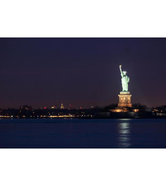 La Statua della Libertà notte