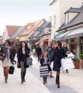 La Vallee Village: Chicques Outlet Shopping