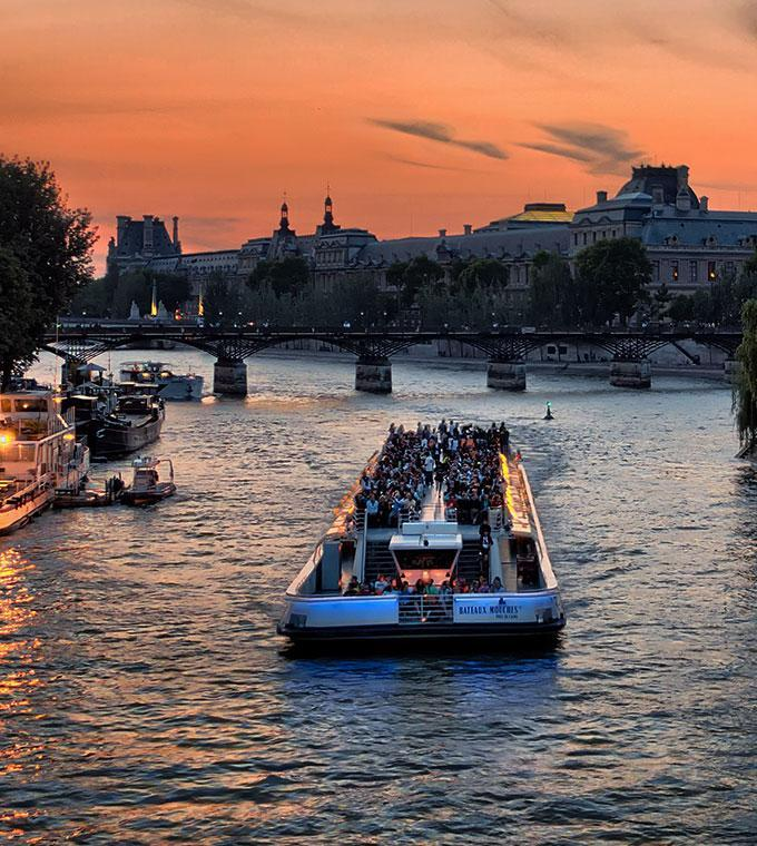 Seine Cruise & Hop on Hop off Bus