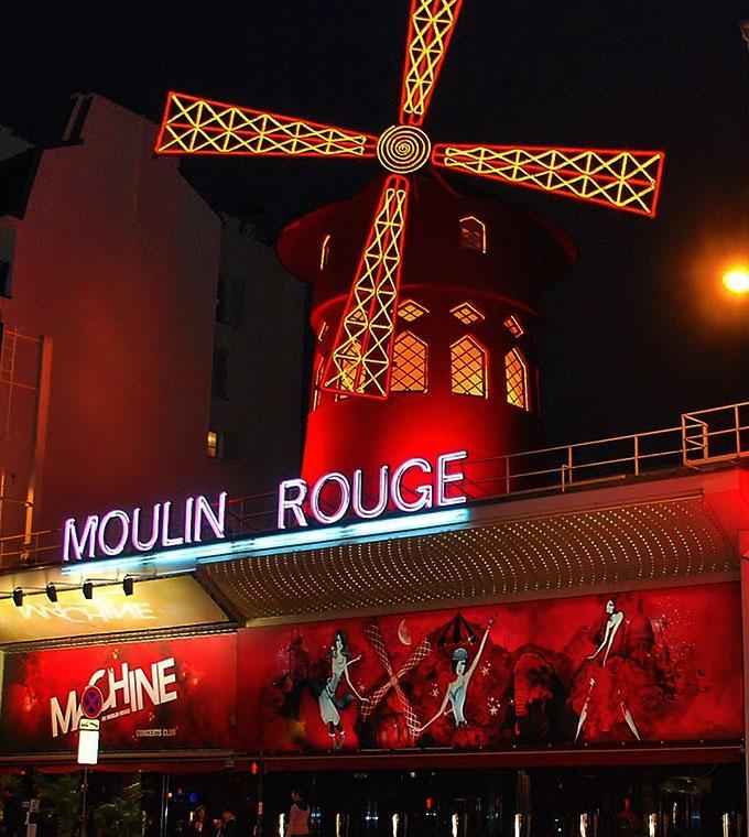 Dinner-show at the Moulin Rouge - by bus