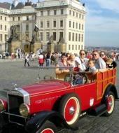 Tour door Praag in een vintage auto