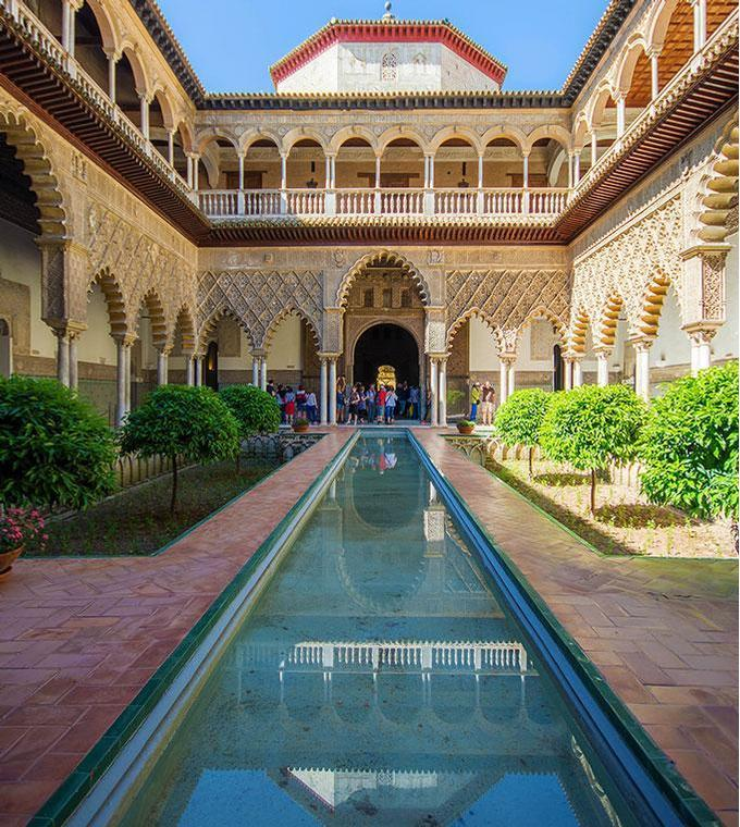 Alcazar Guided Tour (incl. skip the line tickets)
